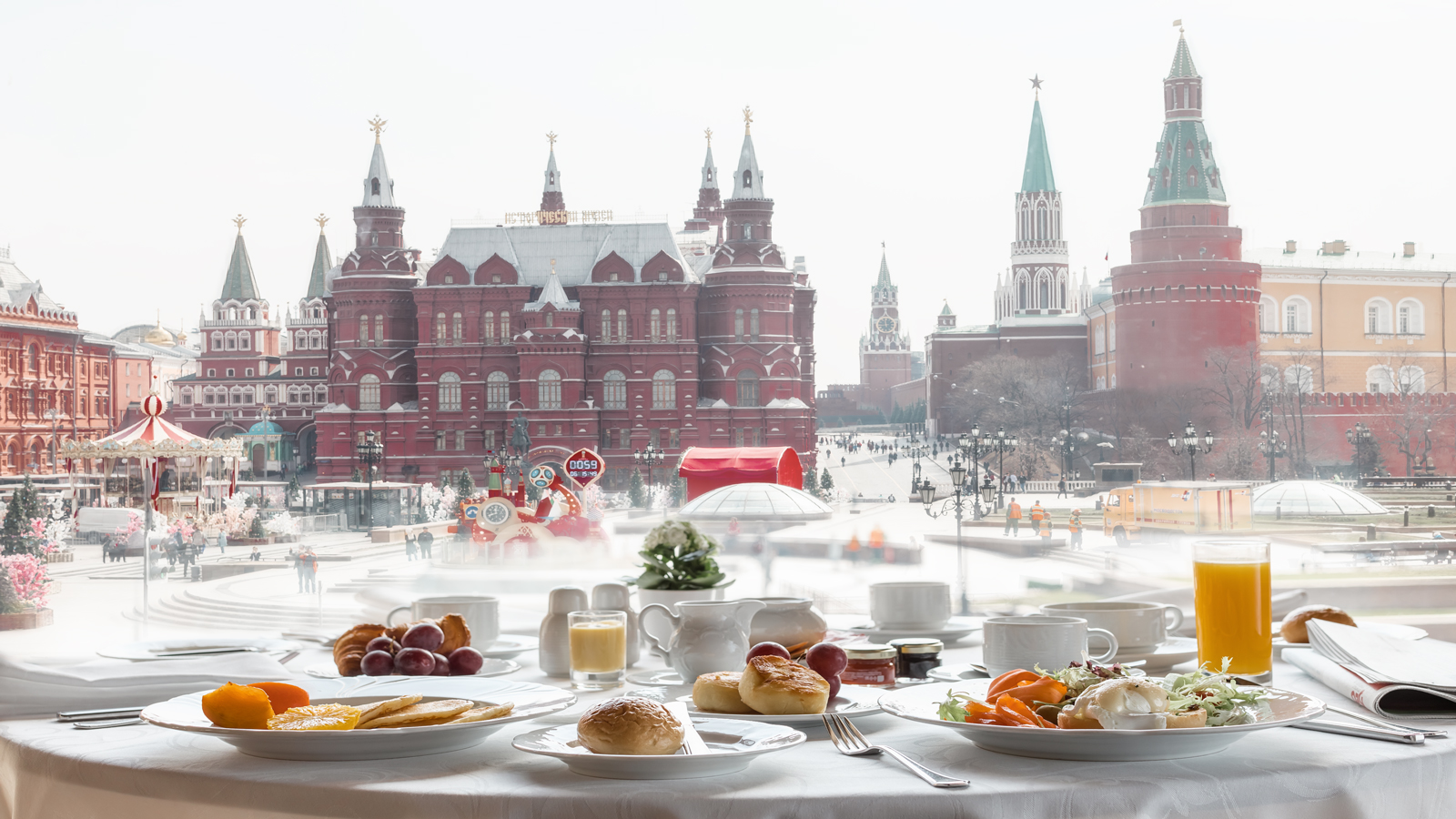 Breakfast with the view of Kremlin and Red Square